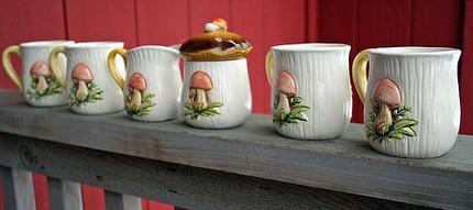 vintage-woodland-mushroom-tea-set-cups-sugar-bowl-and-cream-pitcher