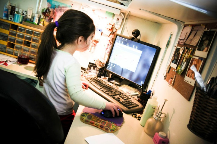lily-using-the-computer